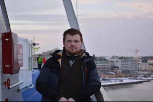 Porträtt taget på M/S Silja Symphony med Stockholm i bakgrunden.